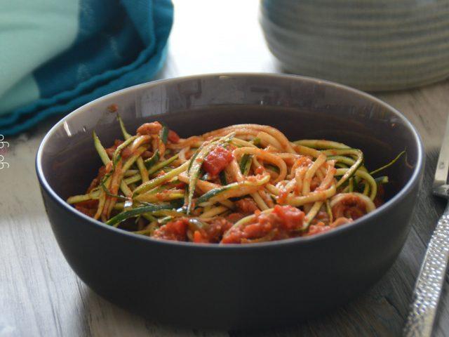 Spaghettis de courgette aux poivron et thon
