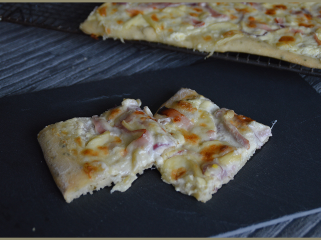 Pizza reblochon bacon