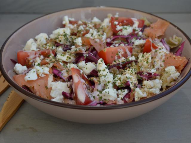 Salade pates de quinoa chou rouge saumon